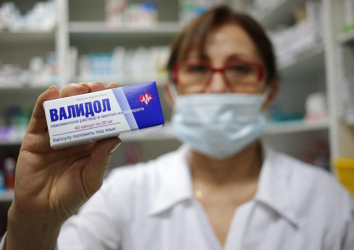 Правительство пока не будет повышать цены на жизненно важные лекарства