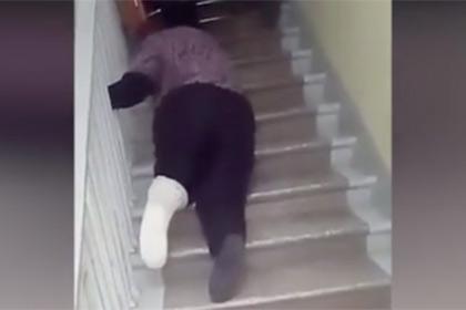 Главврача больницы в Уфе уволили из-за ползавшей по лестнице пациентки