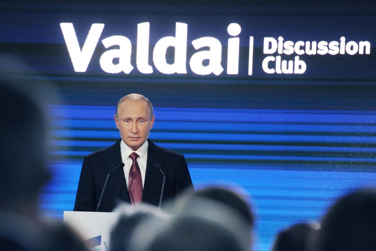 Путин: Россия ни на кого не собирается нападать - это смешно
