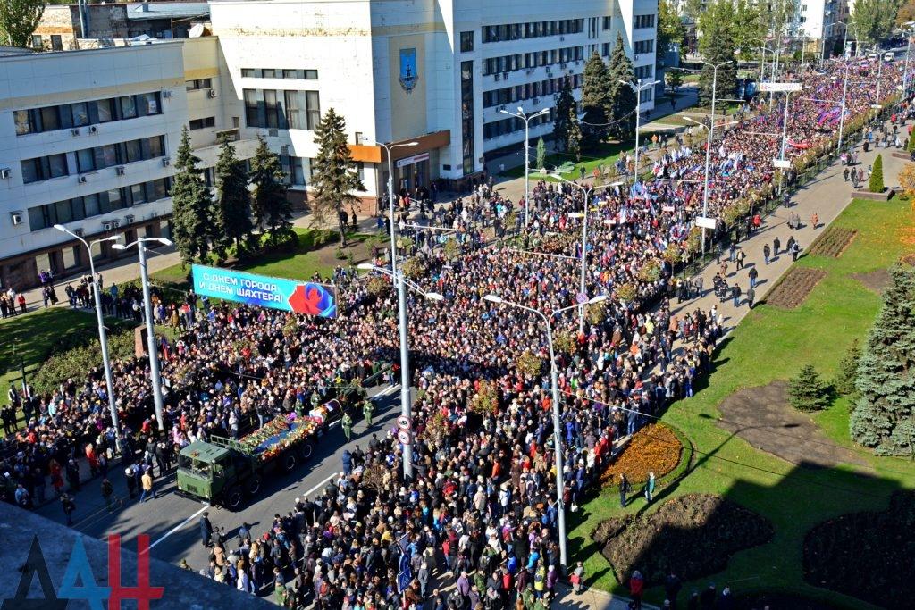 Более 50 тысяч человек простились с Моторолой в Донецке