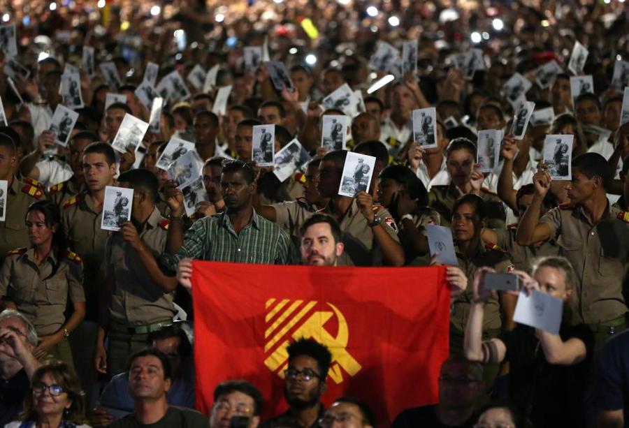 На траурное мероприятие памяти Фиделя Кастро пришли около миллиона человек
