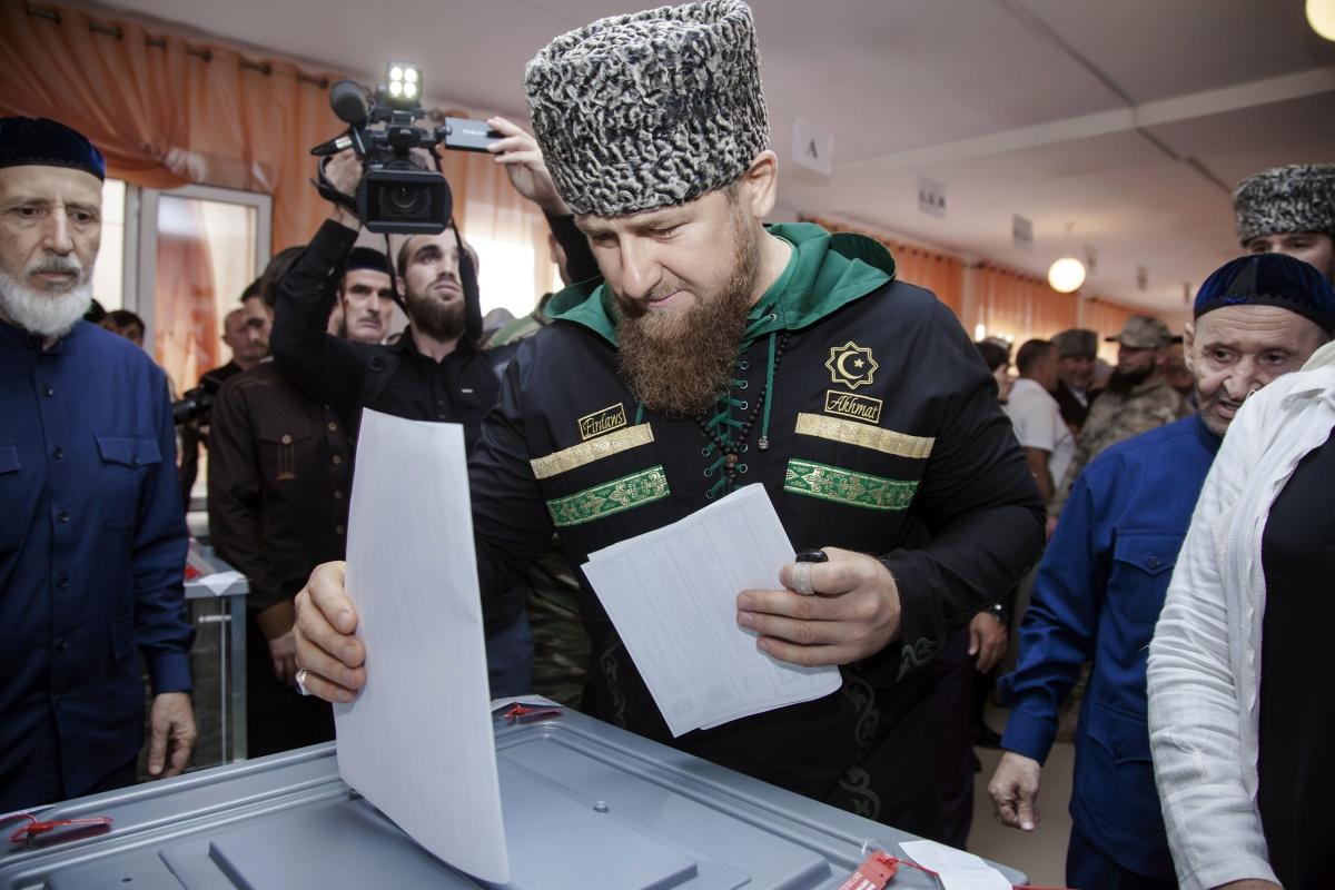 На выборах губернаторов лидируют действующие главы регионов