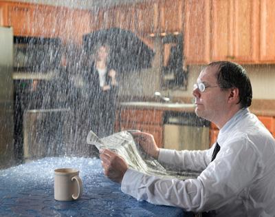Что делать и куда обращаться, если в доме течет крыша
