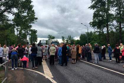 Жители Клина перекрыли Ленинградское шоссе и добились включения горячей воды