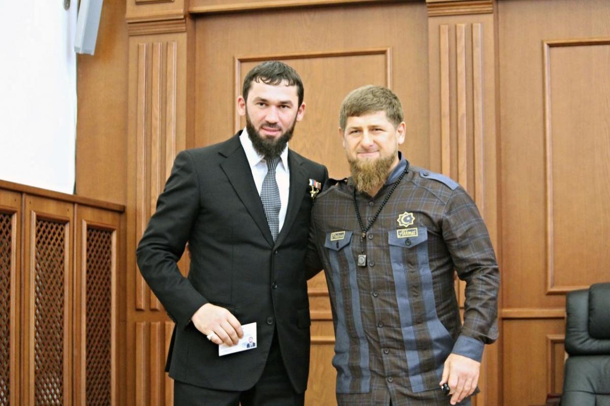 СМИ: Спикер парламента Чечни избил председателя Верховного суда