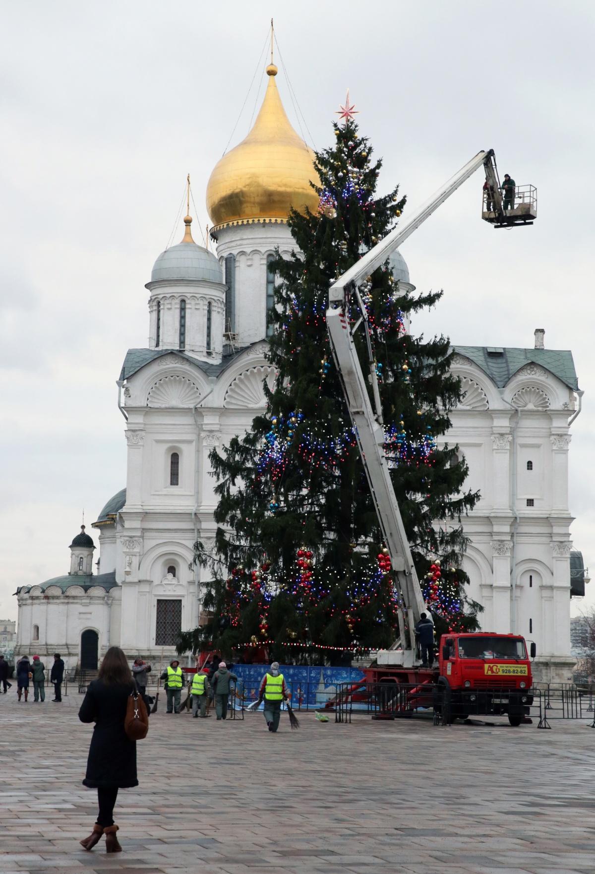 На кремлевскую елку потратят почти 6 млн рублей