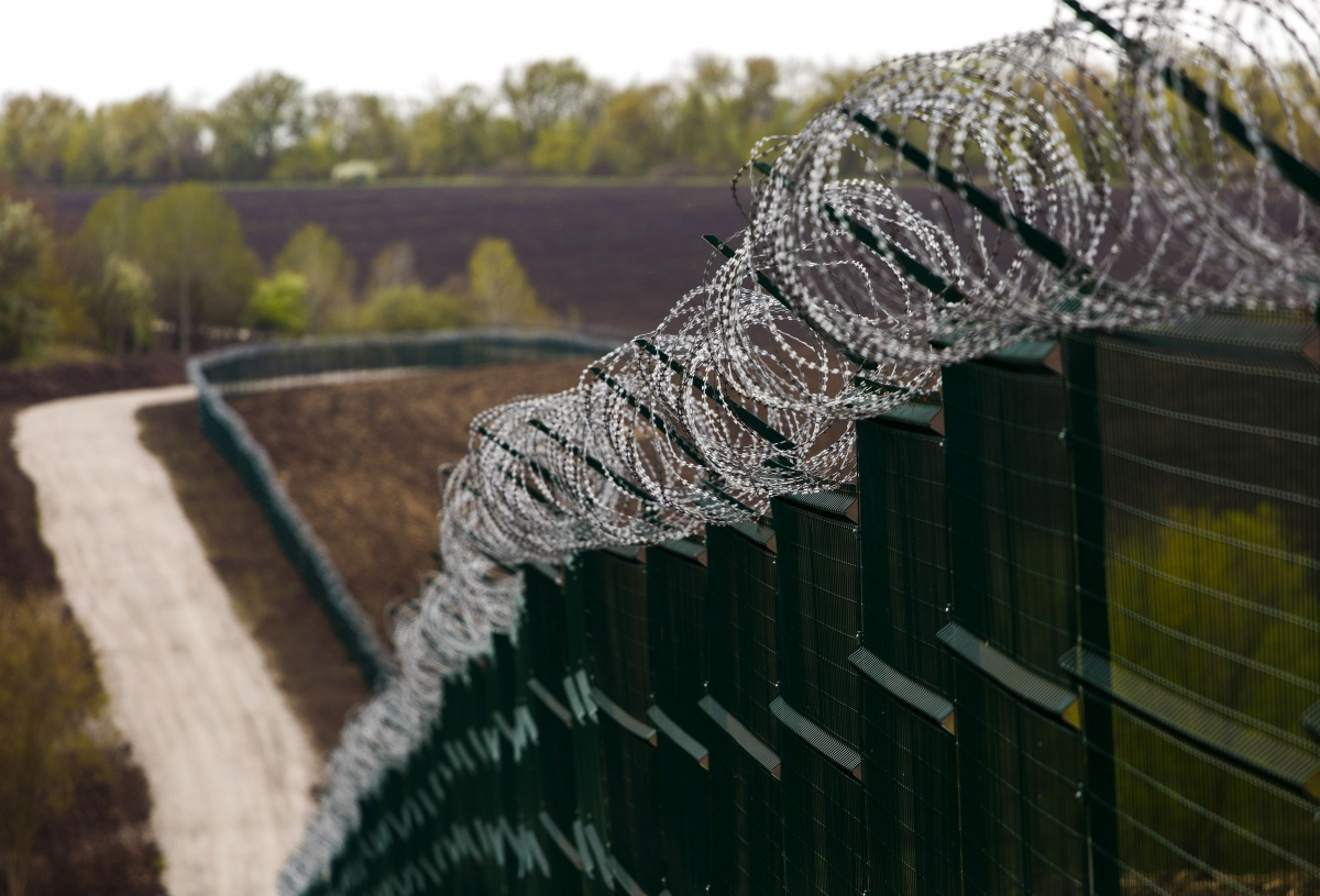 Bloomberg: стены на границах не решают проблем