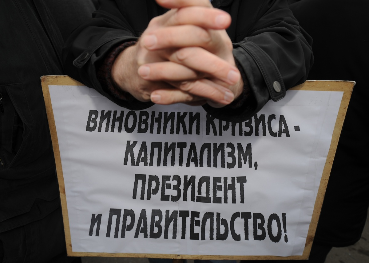 Опрос: Для россиян держава важнее полного холодильника