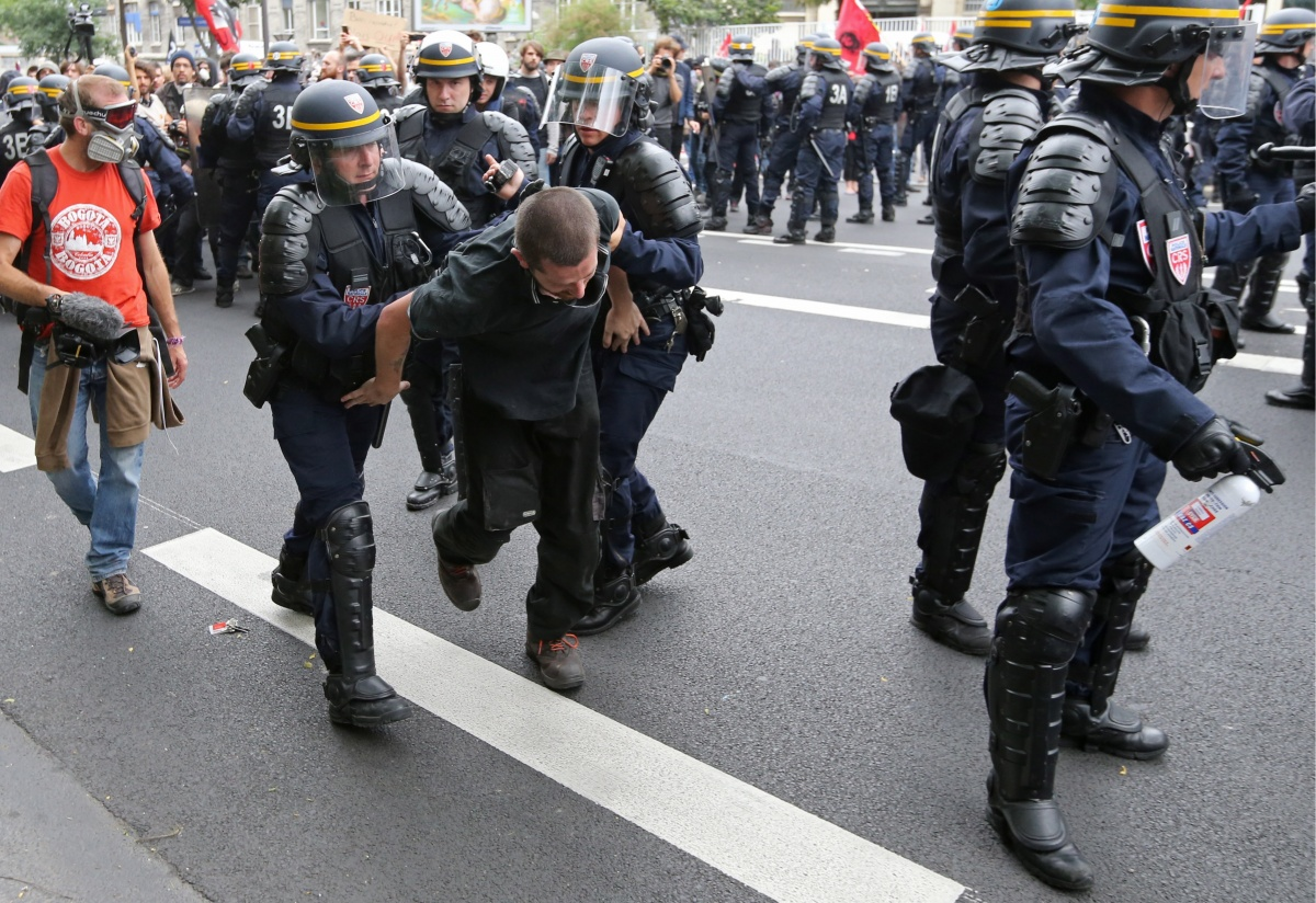 В Париже произошли столкновения на митинге против трудовой реформы