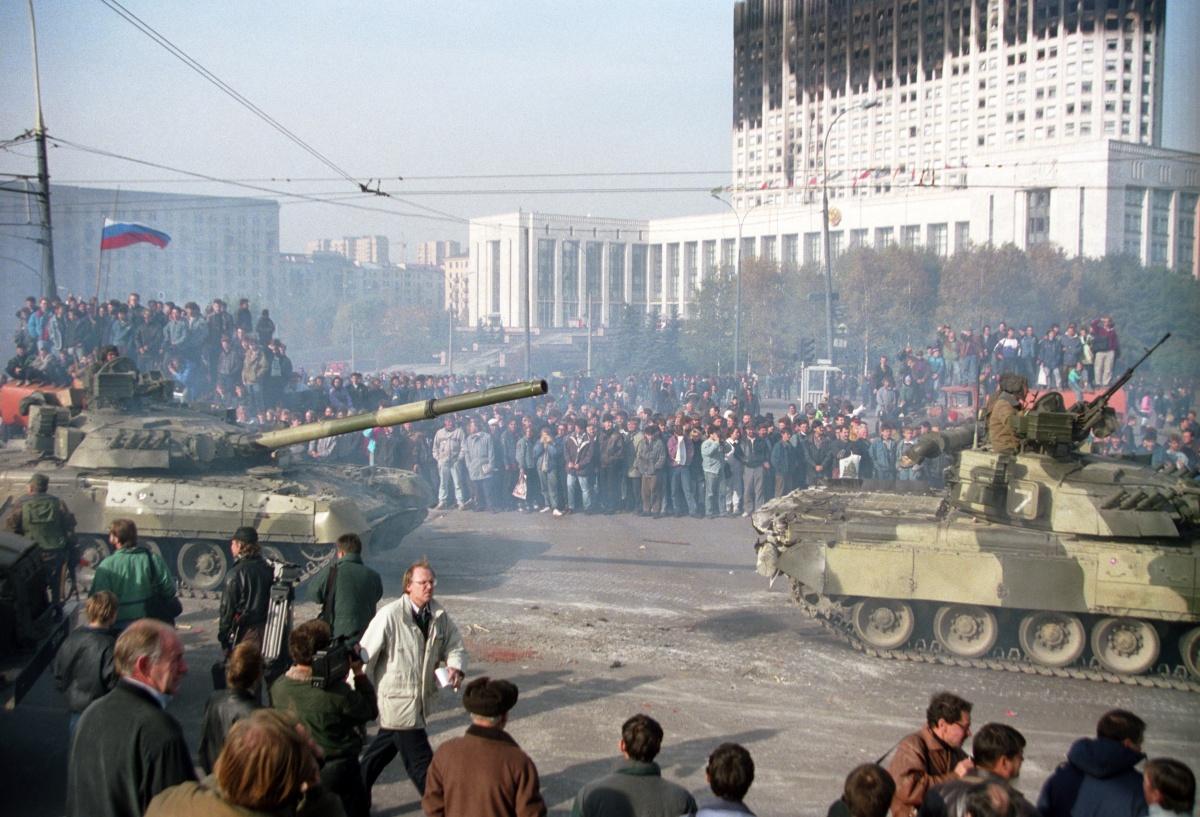 Опрос: россияне считают Ельцина ответственным за октябрьский путч 1993 года