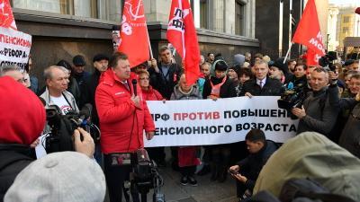 «Нет пенсионному геноциду!» Депутаты-коммунисты провели встречу с избирателями у Госдумы
