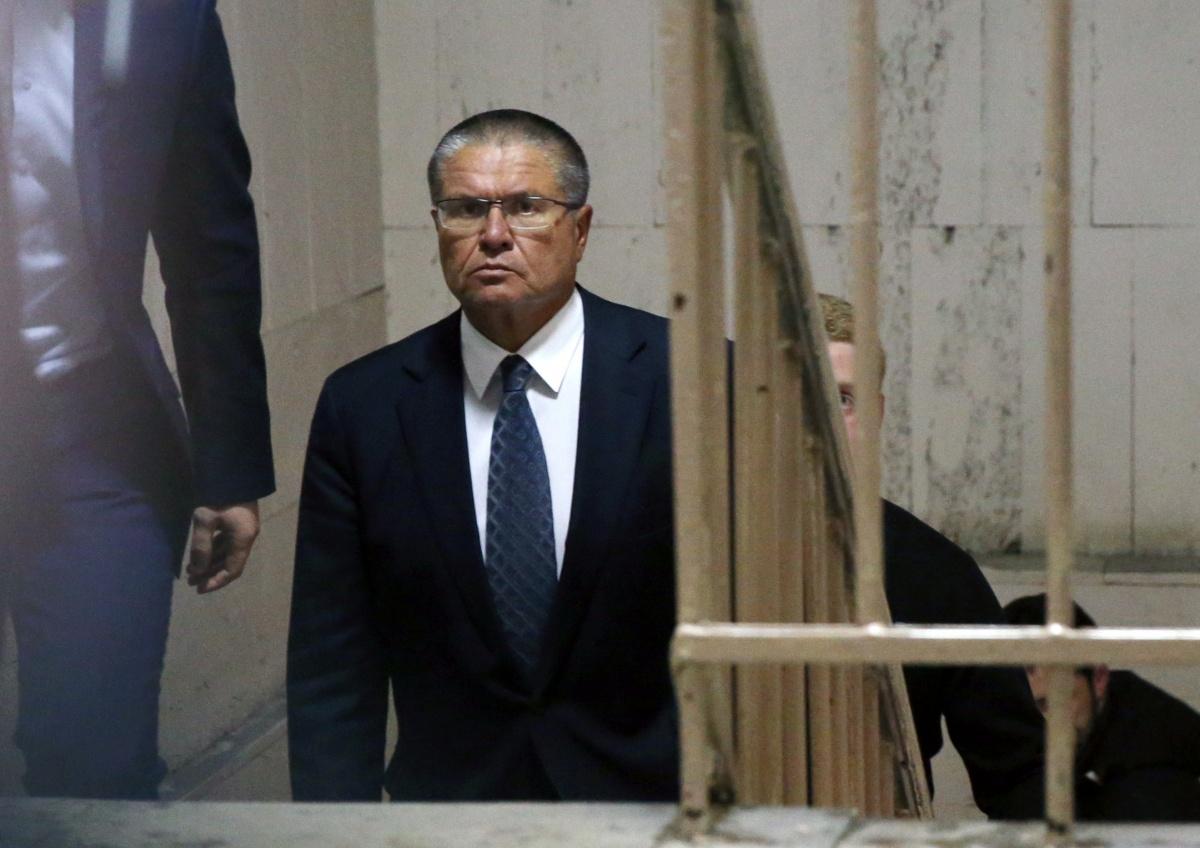 Больше половины россиян считают арест Улюкаева показухой