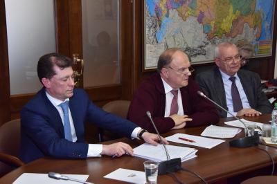 Геннадий Зюганов: «Государство обязано нести ответственность за работодателей»