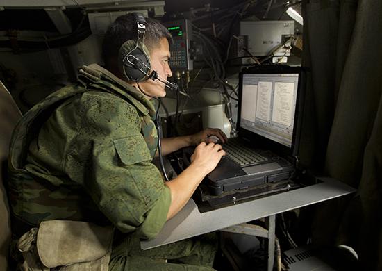 """Минобороны России создало """"военный интернет"""""""