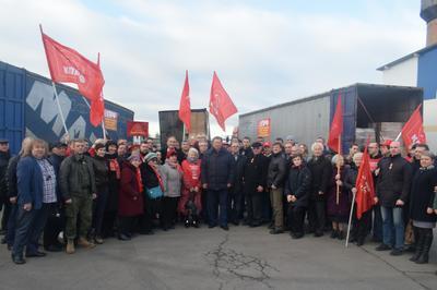Коммунисты отправили в Новороссию 75-й гуманитарный конвой