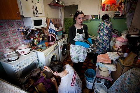 Беднеющие россияне почти утратили веру в помощь государства