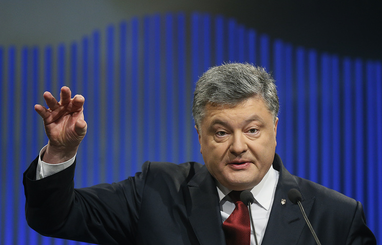 Порошенко призвал ввести санкции против России на год