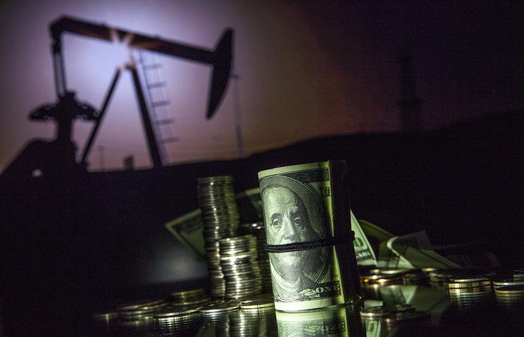 Несмотря на рекордную добычу нефти доля сырьевых доходов в бюджете продолжает сокращаться