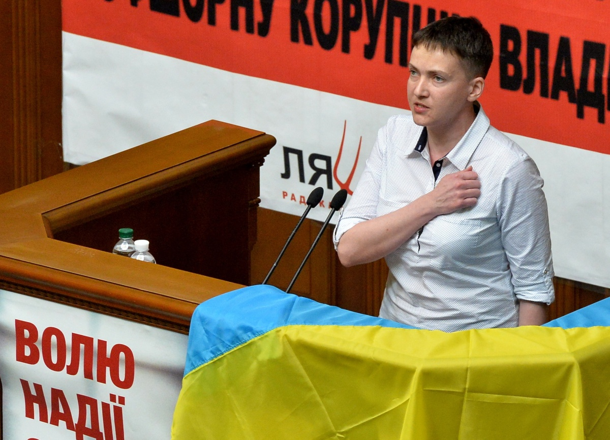 Савченко призвала Порошенко уступить свое место Януковичу