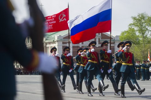 Стаж службы для получения военной пенсии поднимут до 25 лет. Это сэкономит бюджету «сотни миллиардов рублей ежегодно»