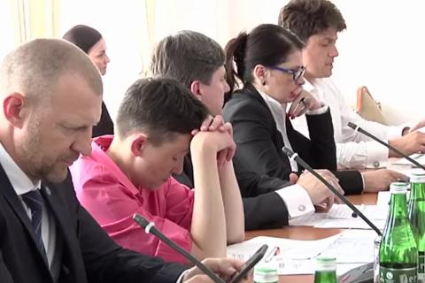 Савченко заснула на заседании в Верховной Раде