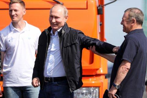 Путин на «Камазе» открыл движение по Крымскому мосту