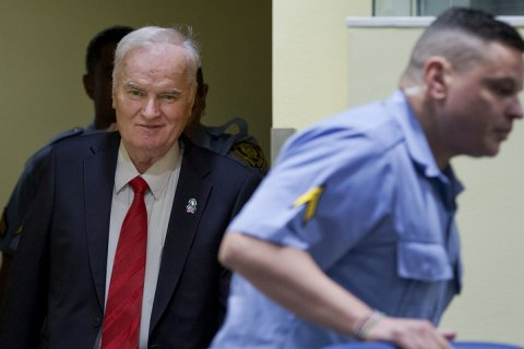В КПРФ объяснили галстук Младича с символикой партии