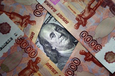 Рубль рекордно подешевел