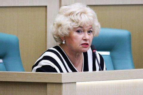 Сенатору Людмиле Нарусовой отключили микрофон из-за критики Мединского