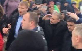Жители Волоколамского района встретили подмосковного губернатора Воробьева словами «убийца» и «в отставку!»