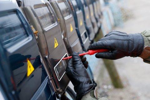 Единороссы из гуманных соображений предложили сажать на 6 лет за «кражу электричества»