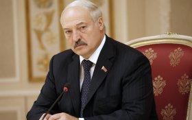 Лукашенко поздравил белорусов с юбилеем Октябрьской революции