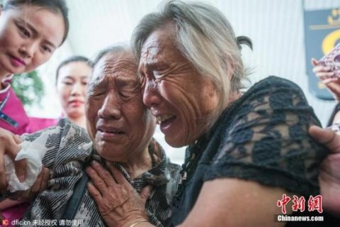 В Китае сестры встретились после 73 лет разлуки