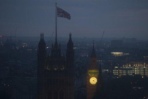 Выход Англии из ЕС уронил курс рубля и вызвал панику на мировой фондовом рынке