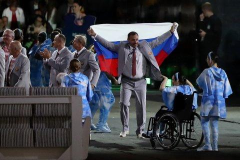 Белорусский паралимпиец лишен аккредитации за флаг России