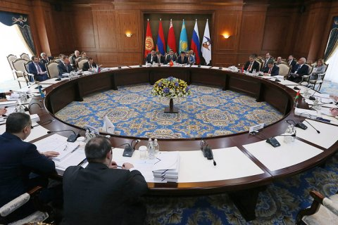 Медведев пригрозил повышением цен на газ за выход из ЕАЭС