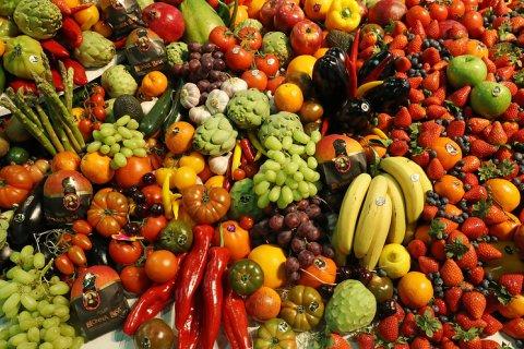 Минимальный набор продуктов в России подорожал на 15%