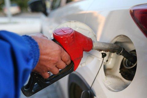 Правительство решило повысить акцизы на бензин. Об отмене транспортного налога уже речи не идет