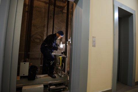 Неисправный лифт отрезал ногу пенсионерке в городской поликлинике в Москве