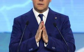 Торжественно клянусь. Медведев пообещал добиться за 6 лет того, что не смог сделать за предыдущие десятилетия