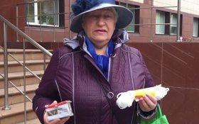 Пенсионерка подарила министру мыло и веревку
