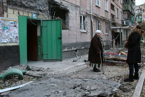 Украинские силовики за сутки почти 900 раз обстреляли территорию ДНР