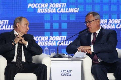 Reuters: Олигархи стараются «не светиться» рядом с Путиным из-за опасений попасть под санкции