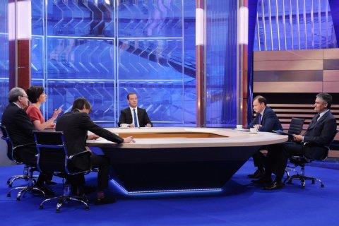 Медведев назвал шуткой свои слова о хорошей работе правительства