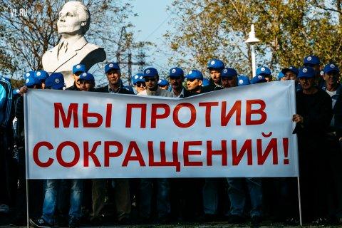 Докеры во Владивостоке вышли на митинг против сокращений работников