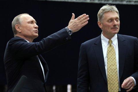 Песков рассказал о реакции на «выпады» в адрес Путина во время «Прямой линии»