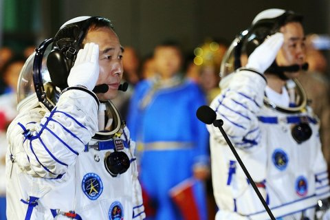 Китай начал эксперимент по запуску человека на Луну