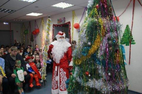 В Тюменском обкоме состоялось новогоднее представление для детей