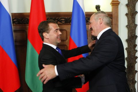 Пресс-секретарь Медведева напомнила Лукашенко о долгах