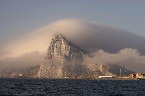 Испания решила забрать у Великобритании Гибралтар